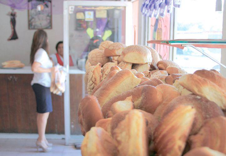 Los precios por pieza de pan oscilan entre los dos pesos con 50 centavos, hasta los cinco o 15 pesos, dependiendo del tamaño y tipo de producto.