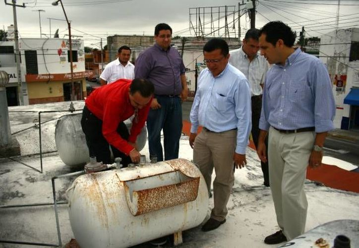 Regidores de Mérida durante un operativo de revisión en mercados. Las medidas de Protección Civil en el estado cada vez son más necesarias. (Milenio Novedades)