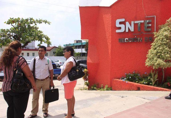 El representante del SNTE aseguró que en breve se informará a la SEQ el número de profesores en funciones de carácter sindical. (Harold Alcocer/SIPSE)
