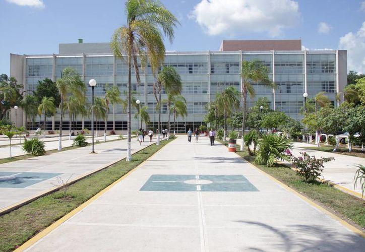 La menor se encuentra en el Hospital Regional del IMSS, de la Región 510. (Consuelo Javier/SIPSE)