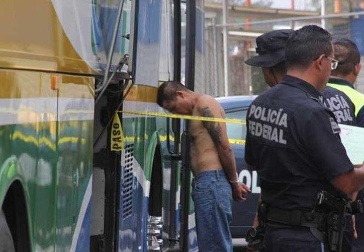 Las autopistas del Estado de México son las más asaltadas; suman 186 robos en autobuses. (excélsior.com)