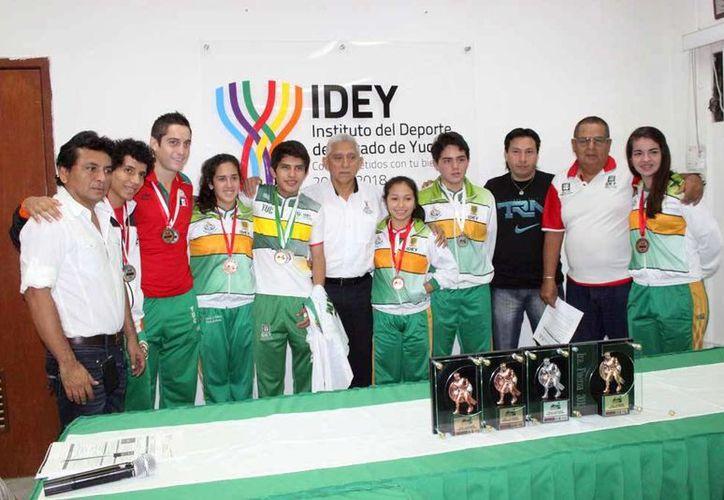 Los deportistas fueron recibidos por autoridades del IDEY. (Milenio Novedades)
