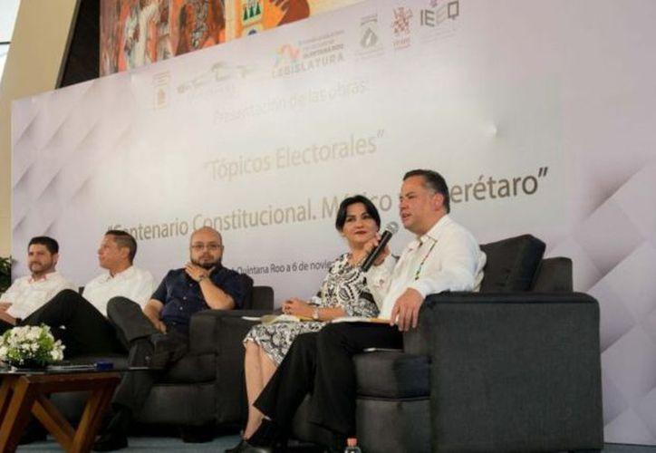 Ayer fueron presentados los libros Tópicos Electorales y Centenario Constitucional. (Joel Zamora/SIPSE)