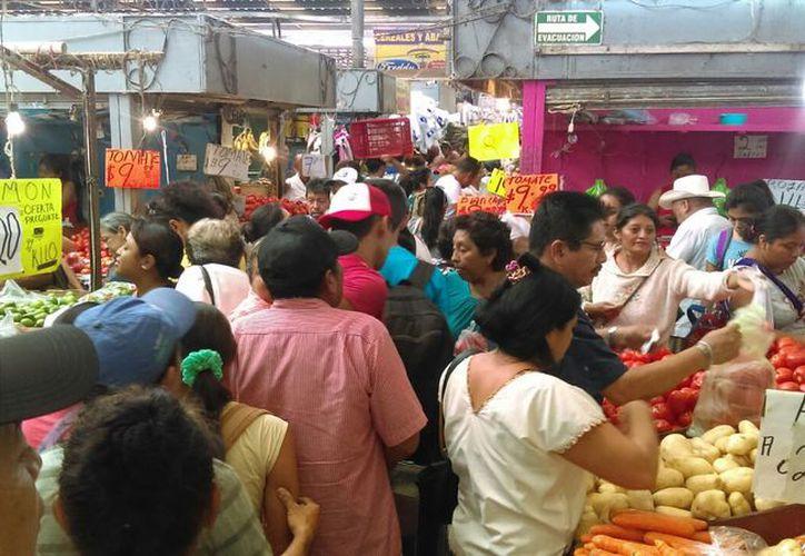 Los mercados lucieron repletos desde este jueves, en busca de los productos para prepara platillos tradicionales en esta Semana Santa. (Fotos: Oscar Chan)