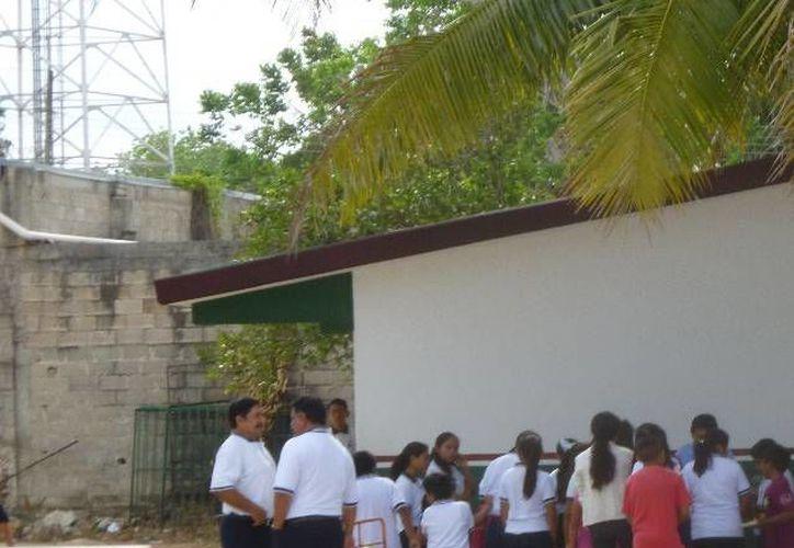 Los maestros acordaron trabajar a pesar de ser día festivo. (Raúl Balam/SIPSE)