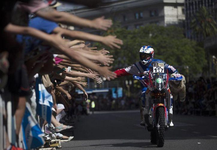 Un total de 161 motos comenzaron la difícil prueba que va de Argentina a Bolivia. (Foto: AP)