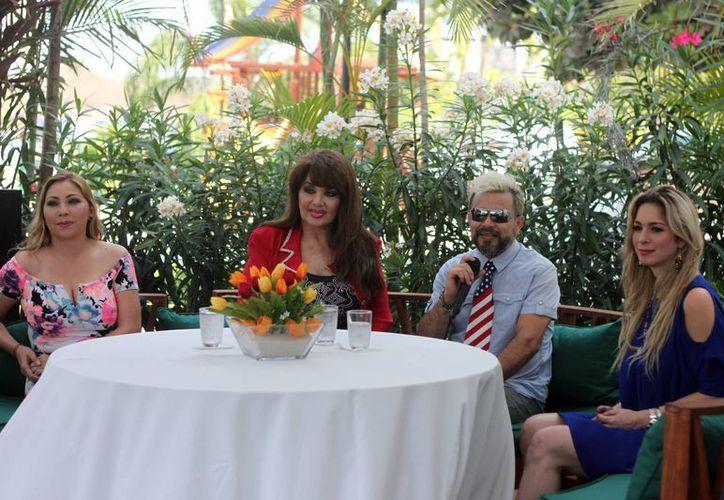 En la foto, Deyra Barrera(i), Olga Breeskin(c), Angelo Musante y Anais Salazar durante una conferencia de prensa en la Ciudad de Mérida. (Amílcar Rodríguez/Milenio Novedades)