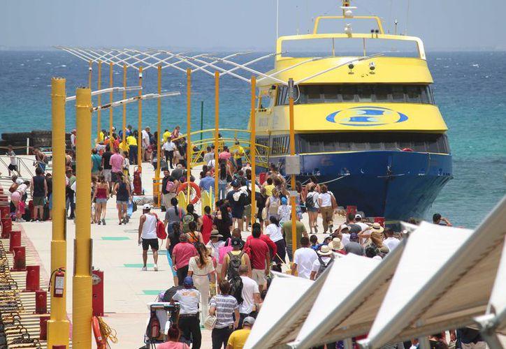 Debido a la alta afluencia de pasajeros, las navieras han tenido que acortar los lapsos de espera. (Octavio Martínez/ SIPSE)