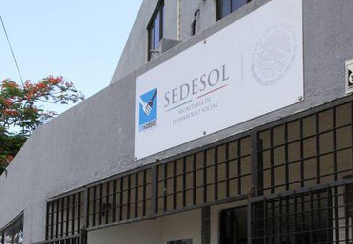 La Sedesol entregó el padrón de beneficiarios a la Secretaría de Comunicaciones y Transportes. (Tomás Álvarez/SIPSE)