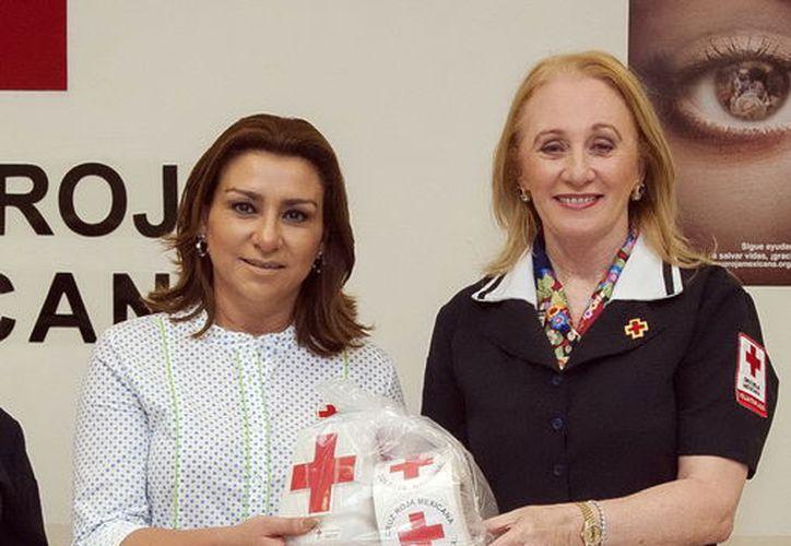 Sarita Blancarte de Zapata entregó material de apoyo para la Colecta Nacional 2017 de la Cruz Roja Mexicana. (Milenio Novedades)
