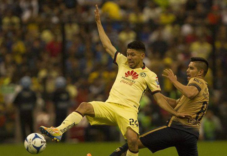 Águilas del América (i) y Pumas de la UNAM son dos de los 8 equipos que buscan coronarse en el torneo Apertura 2015 del Futbol Mexicano. (Notimex)