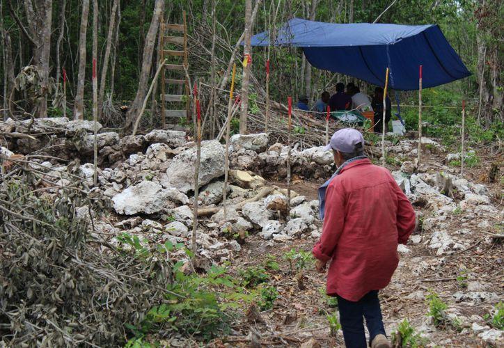 La especialista explicó que en estos puntos se encontraron estructuras pétreas elevadas. (Daniel Pacheco/ SIPSE)