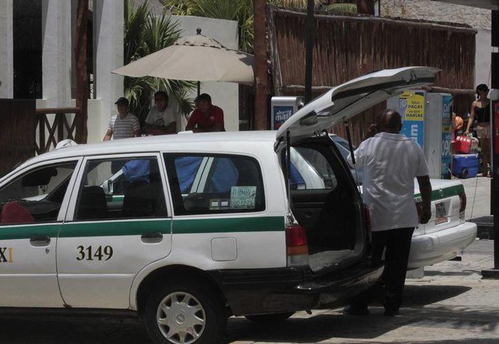 El aumento en tarifa de taxis sería antes de agosto o hasta diciembre. (Tomás Álvarez/SIPSE)