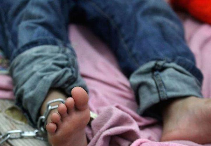 Las autoridades detuvieron a Juan N. y a Olivia N., quienes dijeron ser los tíos del pequeño. (Sin Embargo)