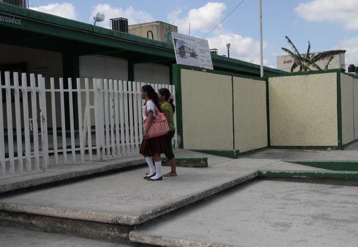 Padres de familia temen por la seguridad de los estudiantes. (Tomás Álvarez/SIPSE)