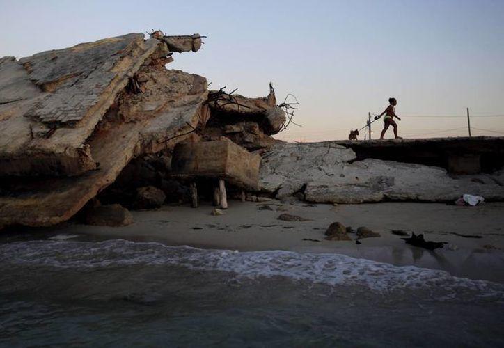 Según los expertos, Cuba podría rescatar sus playas sin sacrificar al turismo. (Agencias)