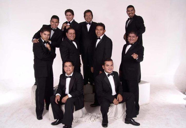 Según la Sonora Santanera es más fácil encontrar a alguien que sepa cantar boleros a alguien que lo haga con música tropical. (sonorasantanera.mx)