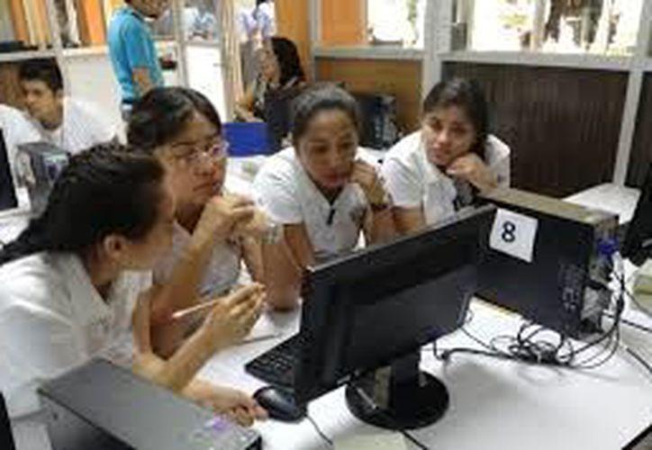 Las becas de Movilidad Internacional Estudiantil son para estudiar en el extranjero durante un semestre. (Archivo/Sipse)