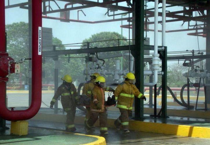 El simulacro se realizó en el área de descarga de autos tanque de la TAR Mérida. (Milenio Novedades)