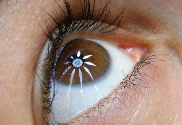 En Inglaterra se realizó una innovadora cirugía para frenar la ceguera: un trasplante de células madre que ha dado buenos resultados al momento. La imagen cumple funciones estrictamente referenciales. (saludalavista.com)