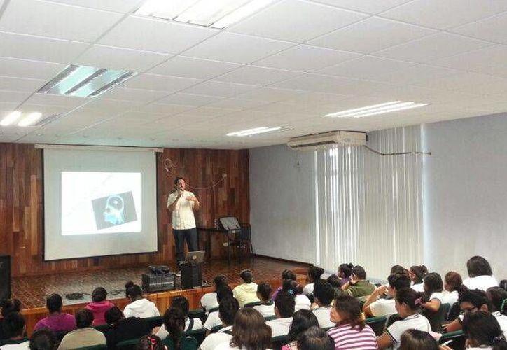 El Centro Emprendedor de Negocios participó ofreciendo una serie de pláticas y talleres para jóvenes de nivel bachillerato. (Cortesía/Uqroo)