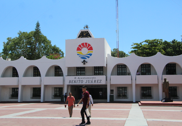 La nómina de trabajadores del Ayuntamiento de Benito Juárez no está disponible para su consulta en internet, por lo que se desconoce cuánto gana el personal.  (Paola Chiomante/SIPSE)