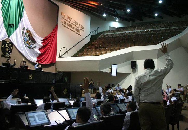 Los 25 diputados locales aprobaron las nuevas leyes sin discusión ni objeciones. (SIPSE)