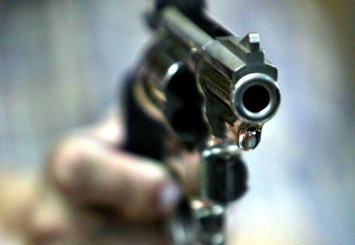 Paulino de León le disparó a su padre Eduardo de León Arteaga y después se quitó la vida con la misma arma de fuego. (Foto de contexto de archivo/Agencias)