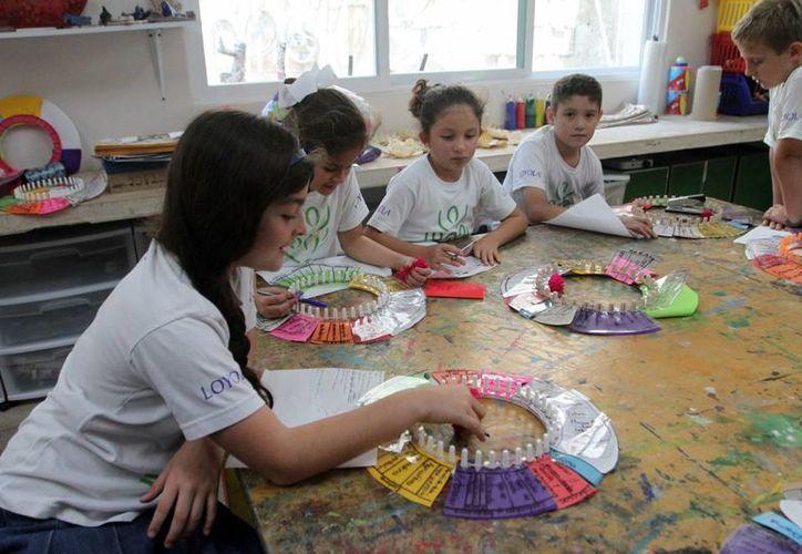 Los niños aplican su capacidad para desarrollar ideas y aplicarla en negocios futuros. (Amílcar Rodríguez/Milenio Novedades)