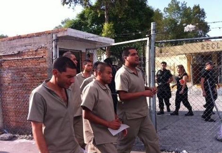 Los familiares de los jóvenes instalaron un campamento fuera del reclusorio. (Milenio)