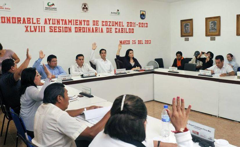 El Cabildo durante la cuadragésima octava Sesión Ordinaria. (Cortesía /SIPSE)