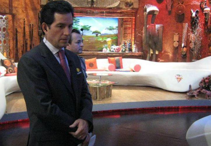Tras casi una semana de hacerse oficial la salida de Javier Alarcón de Televisa Deportes, el exdirector de la plataforma tuiteó que 'la verdad se impone'; esto tras las publicaciones de una revista que lo acusó de 'ratero' y prepotente'. (futboltotal.com)
