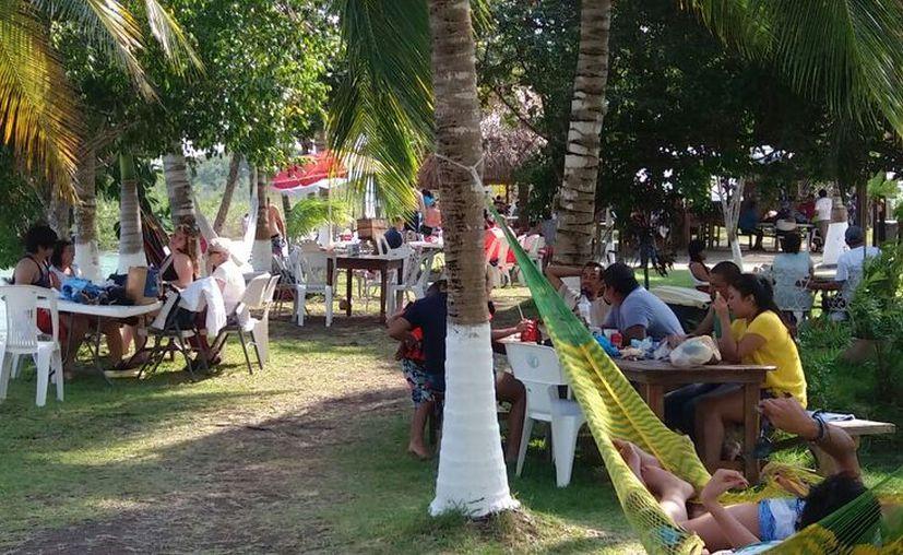 Visitantes de Tabasco, Chiapas, Veracruz, Yucatán y Campeche visitan Bacalar por periodos cortos y en varias ocasiones. (Javier Ortiz/SIPSE)