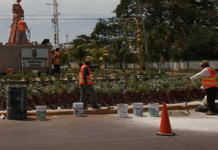 En el Ayuntamiento de Othón P. Blanco, hay ocho niveles salariales, siendo el más bajo el de mil 468.89 pesos a la quincena como base, más prestaciones; autoridades analizan si realizarán un incremento. (Harold Alcocer/SIPSE)