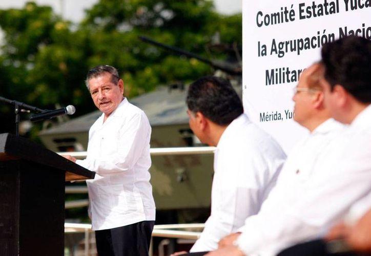 General Román Colmenares Astudillo,  presidente de la delegación Yucatán, durante su discurso en el acto oficial, este sábado, en el parque temático del Ejército Mexicano. (Christian Ayala/SIPSE)