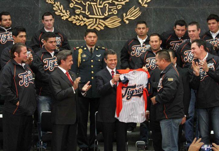 El Presidente deseó a los Tigres de Quintana Roo,  campeones de la Liga Mexicana de Beisbol Temporada 2013, mayores éxitos en el futuro. (Notimex)