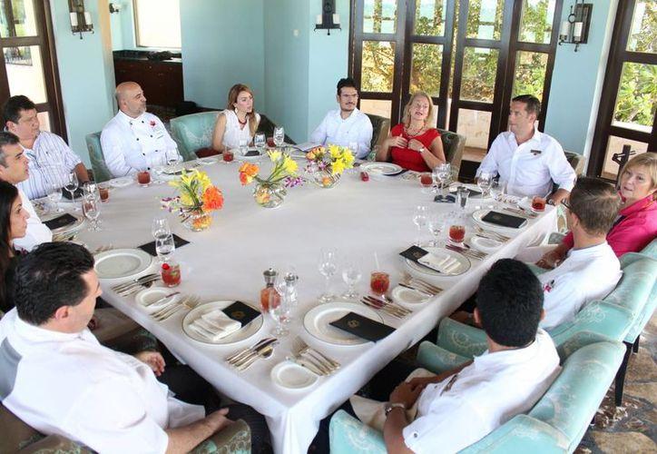 Chefs, productores y distribuidores de carnes sostuvieron una reunión privada en el hotel Fairmont Mayakoba ayer. (Adrián Barreto/SIPSE)