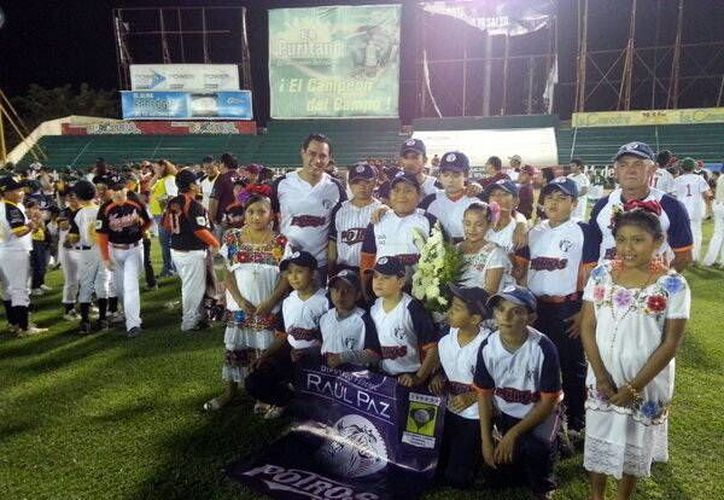 Anoche desfilaron 147 novenas en la Liga Yucatán. (SIPSE)