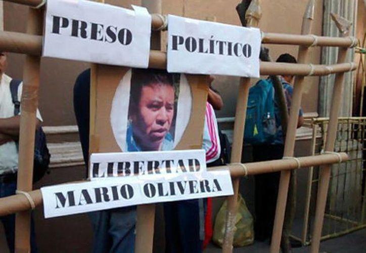 Los maestros cerraron los accesos a Casa de Gobierno. Exigen la libertad de los presos políticos. (Óscar Rodríguez/Milenio)