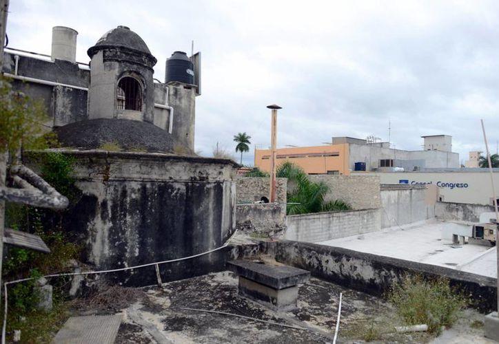La construcción formaba parte de la capilla de los enfermos de San Juan de Dios; visible desde un estacionamiento. (Miraquemiro)