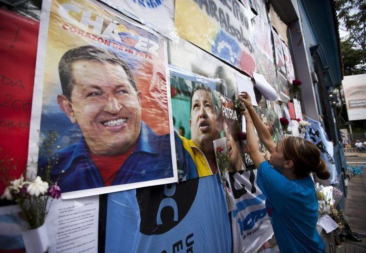 Dudan que Maduro y Cabello juntos puedan llenar el vacío dejado por Chávez. (Agencias)