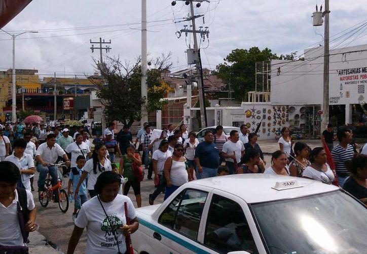 El centenar de personas iniciaron la marcha en la avenida Constituyentes. (Facebook/Lalo Miranda Vázquez)