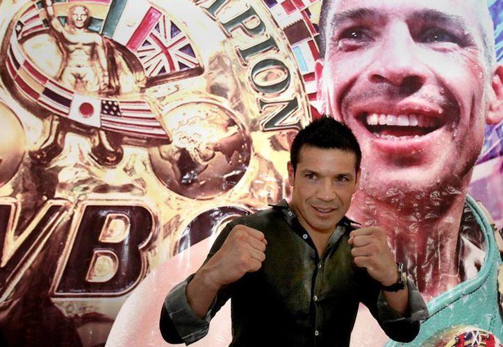 El boxeador argentino Sergio 'Maravilla' Martínez en la rueda de prensa que ofreció este viernes en la Ciudad de México. (EFE)