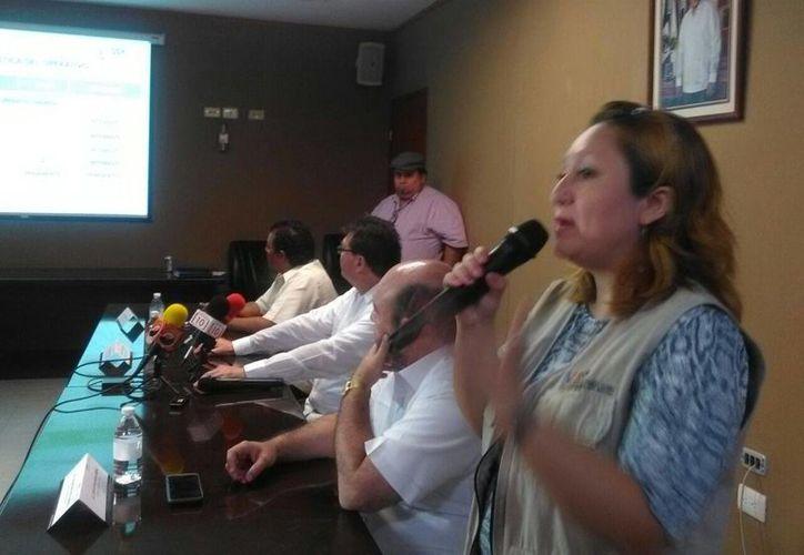 La doctora Mirza Tec Kumul explica la logística de este operativo masivo para los días 11, 12, 13, 14 y 15 de mayo. (José Acosta/Milenio Novedades)