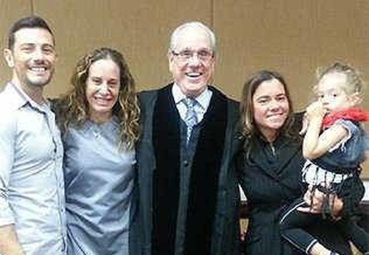 Massimo Gerina, Maria Italiano, el juez Antonio Marín, Cher Filippazzo y Emma. (bradenton.com)